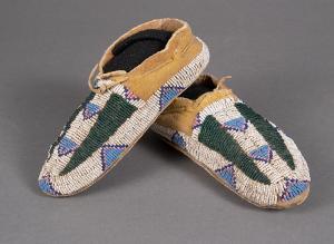 antique native american indian Moccasins (Child's), Arapaho, circa 1890