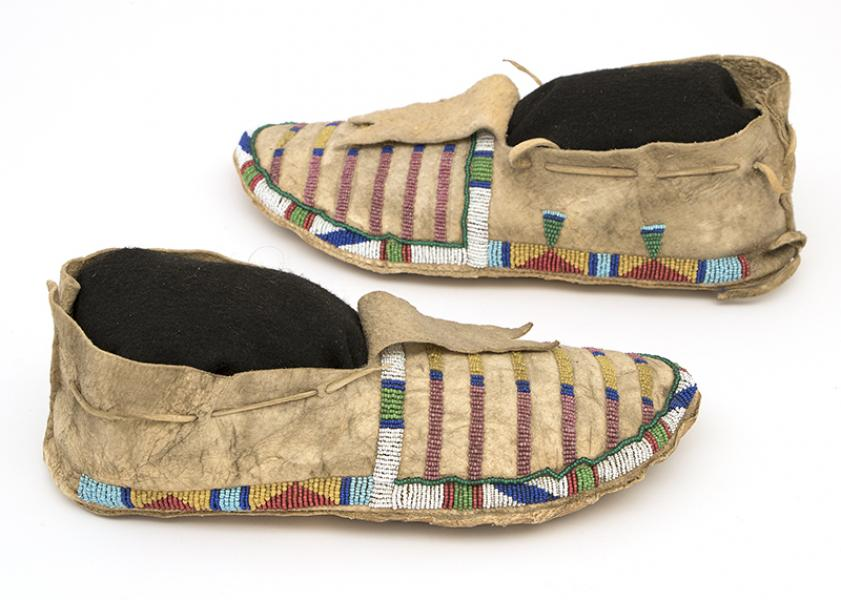 Crow Beadwork moccasin pair late classic period bar design antique vintage 19th century clothing regalia